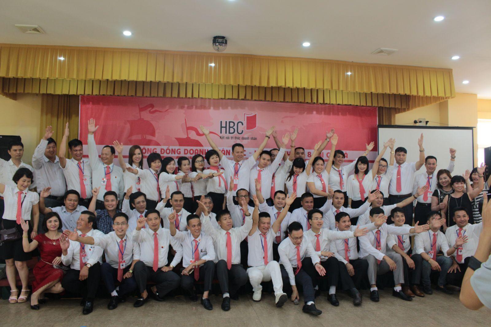 Cong-dong-doanh-nhan-HBC-–-Tien-ra-bien-lon